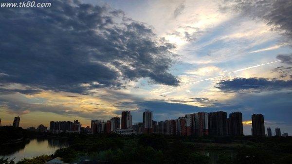 広東の夕陽~(╥﹏╥)