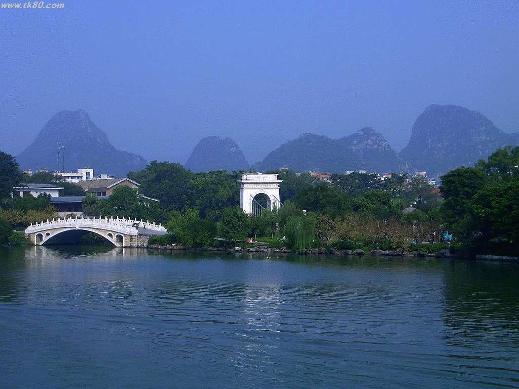 ココは榕湖です。桂林市内にはこの様に多くの観光地が有ります
