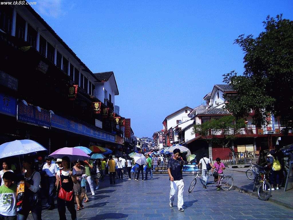 ここからが西街の始まりです。奥は漓江:Lijiangです。