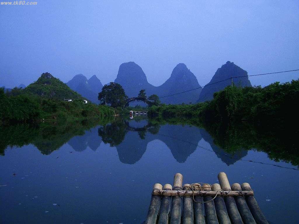 前方にキレイなアーチ状の富春橋:Fu chun qiaoが見えます