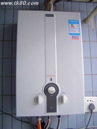 給湯器は入居時に大家さんが近くのデパートから買って取付けてくれた新品です