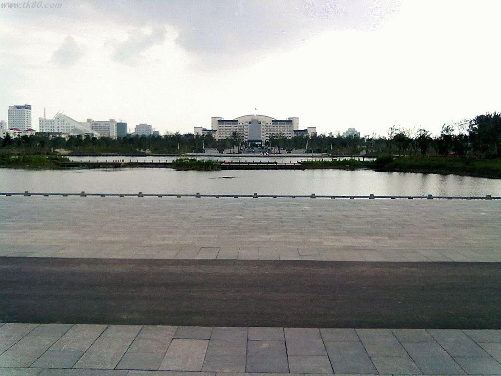 ココは市政府?それとも公園?