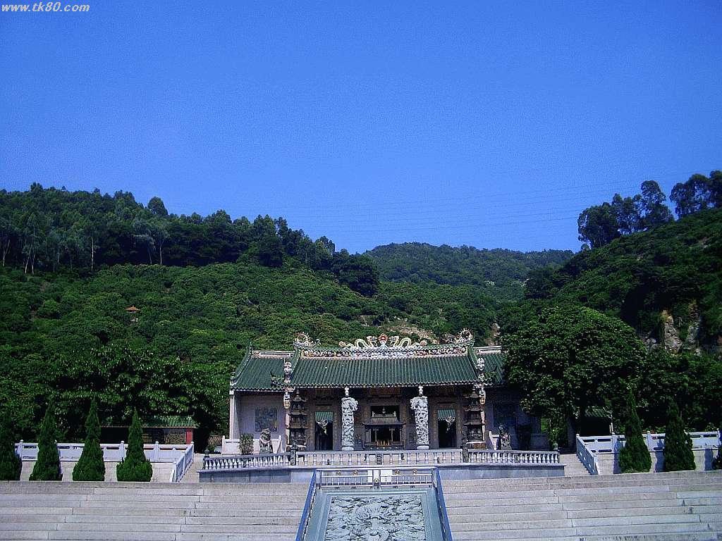 龍王古廟の裏は鳳凰山です